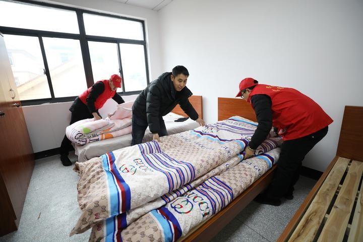 """衢州党员干部当起企业""""红管家""""村办公楼""""变""""宿舍"""