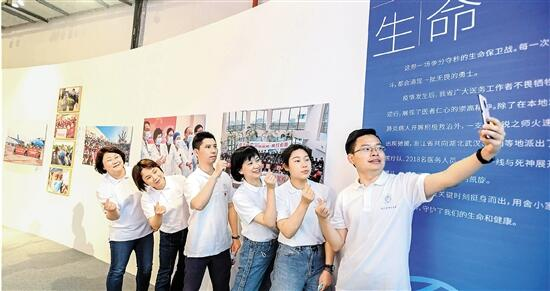 Photo exhibition on Zhejiang's effort in COVID-19 crisis unveiled in Hangzhou