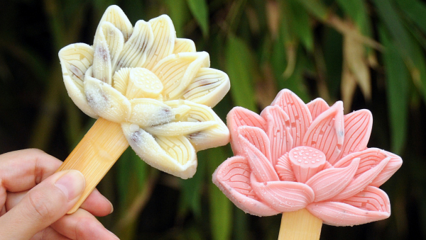 Lotus flower-shaped popsicles a hit in Old Summer Palace