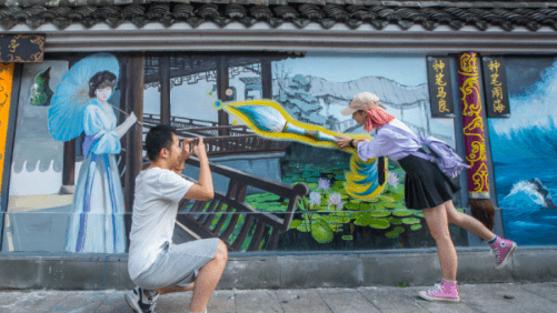 New 3D wall paintings shine in Hangzhou