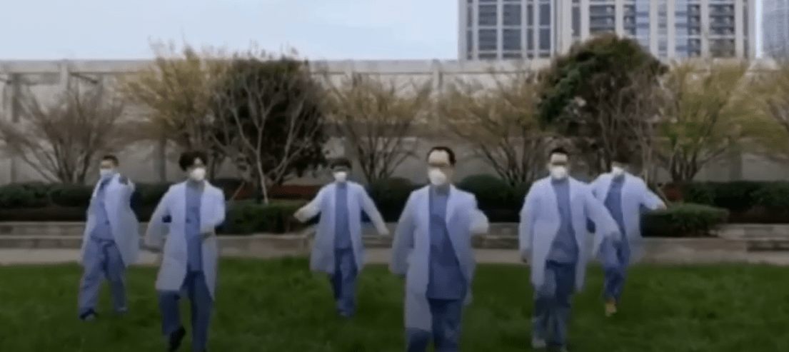 Male doctors dance vigorously to send blessings on Women's Day to their female colleagues
