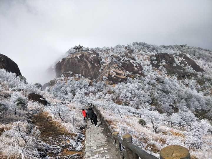 有雪在高山 大美披云山