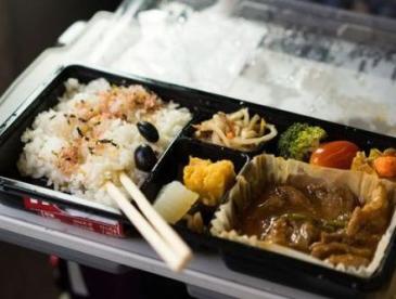 """""""高鐵盒飯霉變""""引關注 9月29日起全國鐵路停止使用常溫鏈盒飯"""