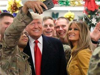 特朗普突訪伊拉克美軍基地并與軍人合影 伊官員表示國格被貶低