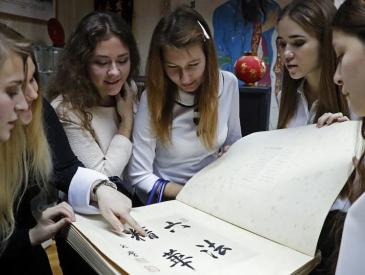 """派教师赴中国学习 这个""""富得流油""""的国家要开始学普通话"""