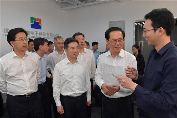 5月14日,省委书记车俊赴杭州暖芯迦电子科技有限公司_副本.jpg