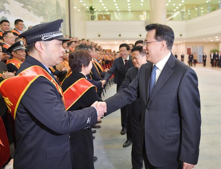 袁家军看望浙江省2020年全国劳动模范和先进工作者
