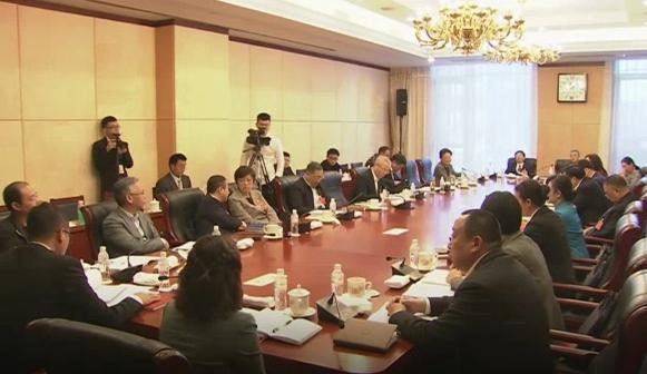 """全国人大代表叶新华说:""""一算是4个亿,不得了啊,是企业创新的最大图片"""
