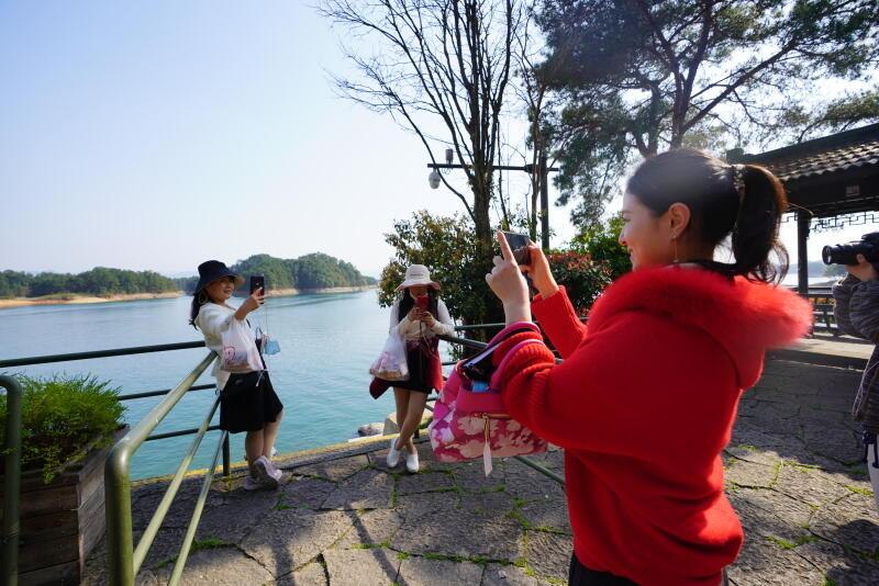 游客可以不戴口罩逛游千岛湖了 ?景区回应:仅限户外空间开阔处
