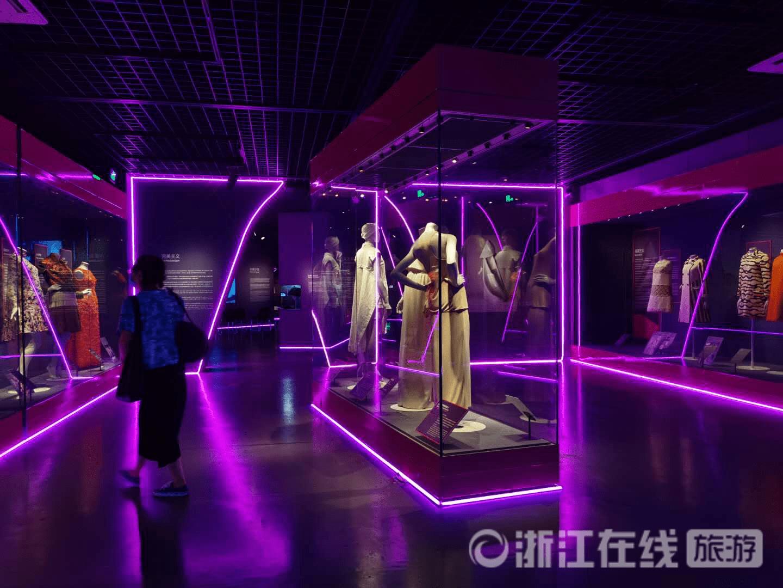 全球仅剩的了解时尚传奇巴黎世家的展览 去国丝馆跨越潮人鼻祖的一百年
