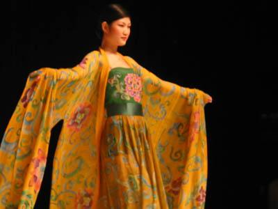 (唐朝宫廷女人穿的衣服)-品味富丽堂皇的唐朝服装图片