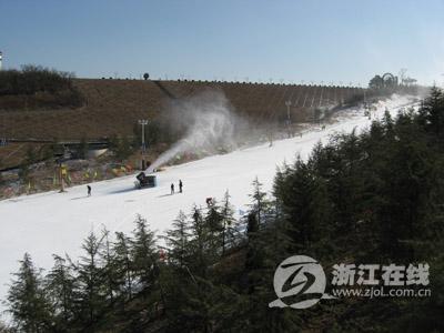 """""""江南天池""""景区滑雪场-这个冬日到 江南天池 滑雪去图片"""