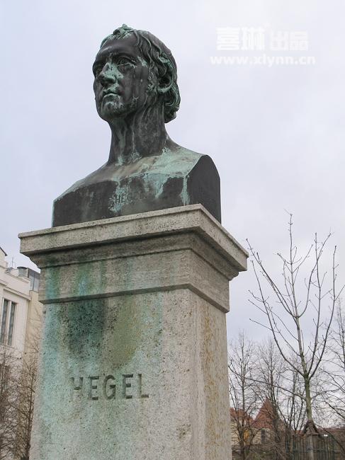 柏林/哲学院内黑格尔雕像