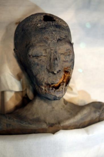 古埃及著名的少年法老王图坦卡蒙 由埃及考古学家扎希-哈瓦斯所领图片