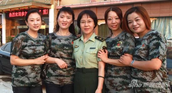 田玲回部队重温军营生活