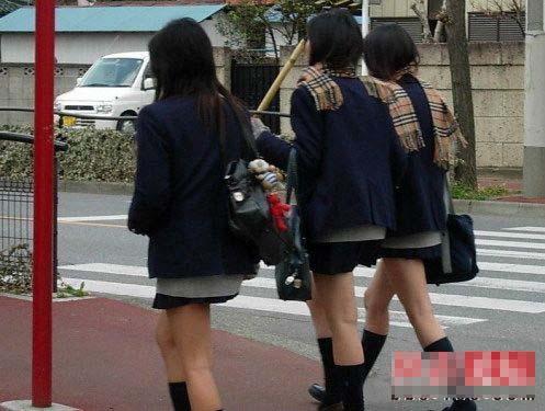 揭开日本女中学生超短裙之谜