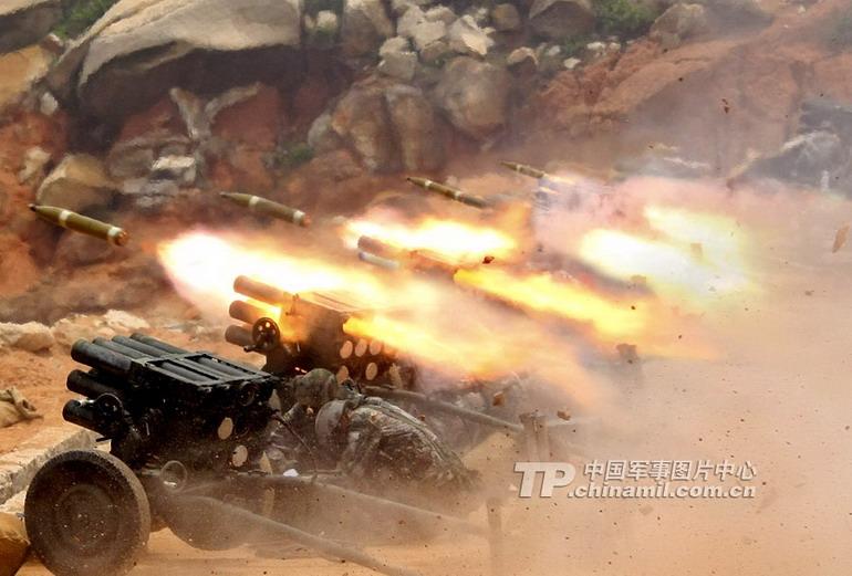 高清:火箭炮分队实弹射击