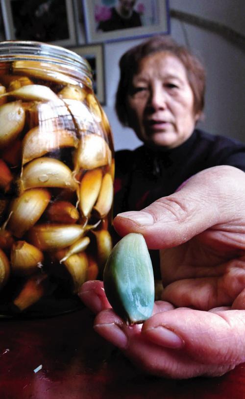 自腌大蒜变色 专家:变了色的大蒜最好别吃