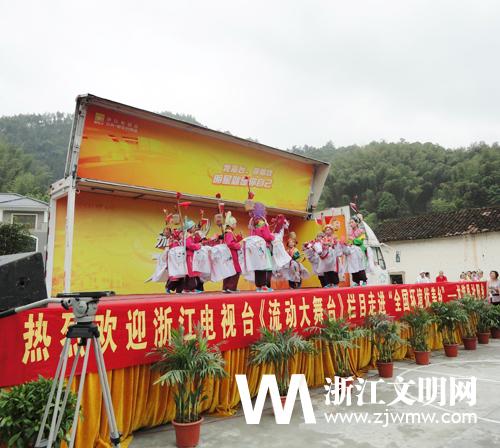 小学生 大舞台图片