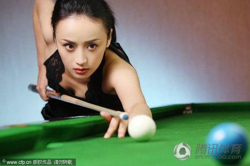 气质女星化身台球美女性感蕾丝写真