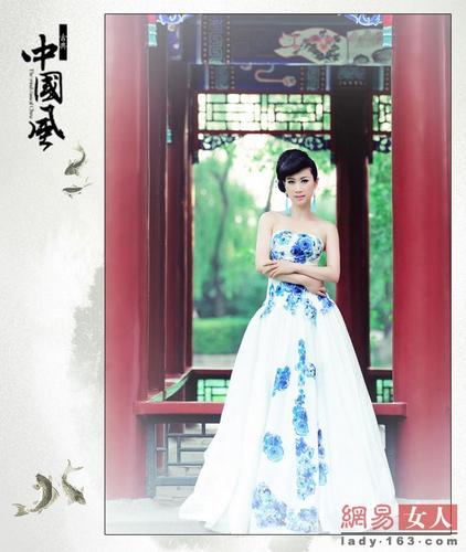 青花瓷造型图片大全 瓷裙拍写真 造型酷似青花瓷图片