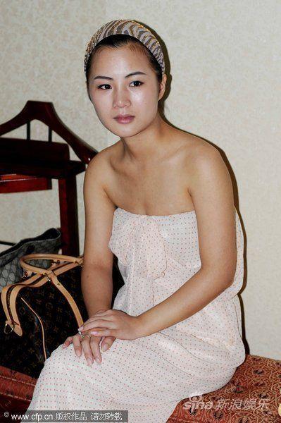 52岁邓建国回乡见岳父母不顺 19岁娇妻落泪(图)