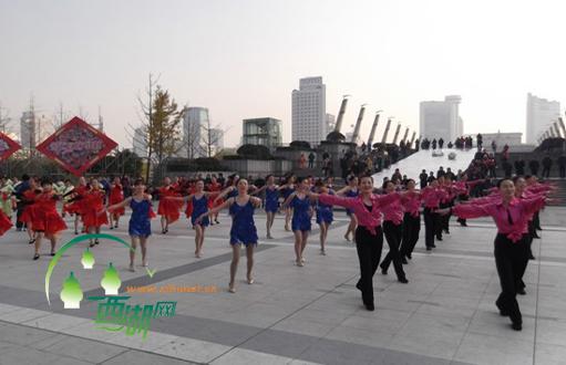 蒋村/蒋村街道排舞队成立于今年9月,是一支由16位蒋村花园幼儿园...