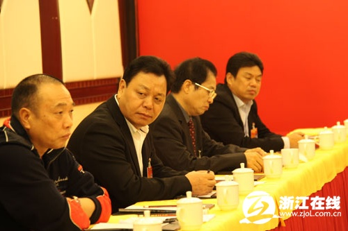 司董事长邱光和(右一)图片