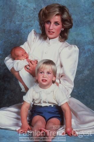 985年1月,戴安娜王妃与两个儿子的合照,一个是3岁的威廉王子,