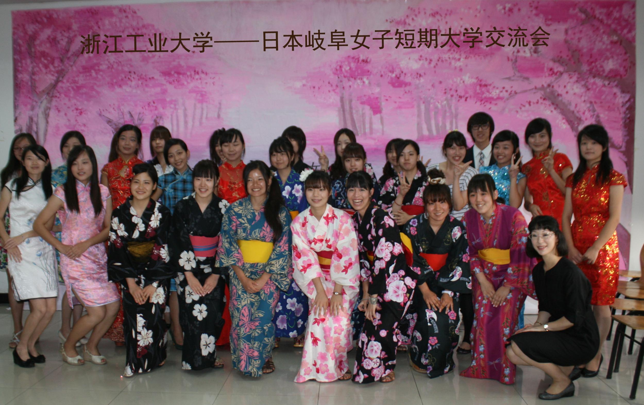浙工大外国语学院师生接待日本岐阜女子中学代表团