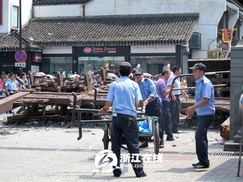 杭州市河坊街牌坊倒塌造成2死1伤 - 远山近树 - 远山近树的博客