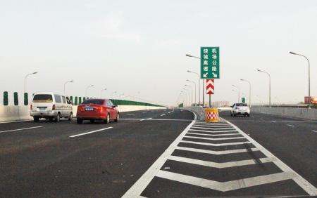 上月,机场路高架南延路段正式开通(资料照片).记者许天长摄-宁