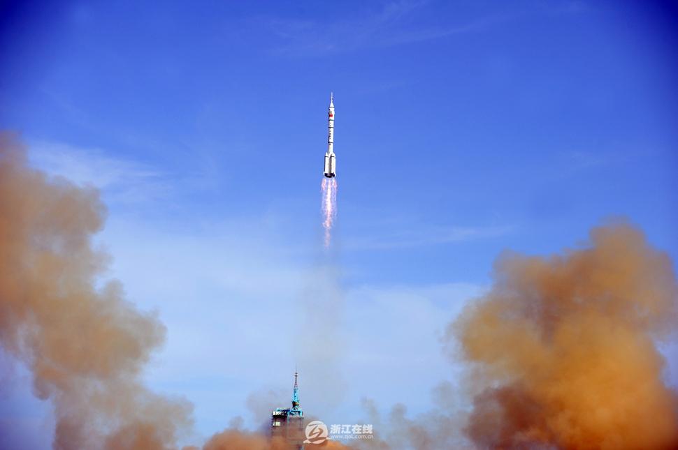 2013年6月11日17时38分,神舟十号载人飞船载着聂海胜、张晓光、图片
