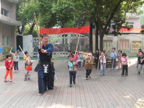 家长幼儿园水彩助教:小小娃儿也亮剑饮料教程星辰图片