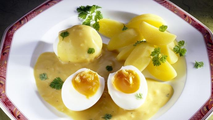 鸡蛋和土豆混煮会毒死人?网友:天天鸡蛋饼加土豆丝,一点没事