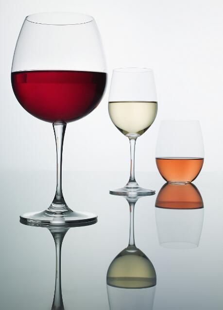 酒杯越来越大,喝得越来越多?