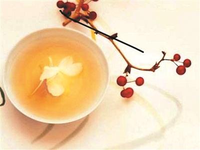 红枣炒黑泡茶,暖胃散寒