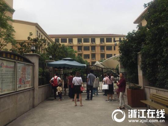 杭城幼儿园现场报名 一大波二胎宝宝要入学了