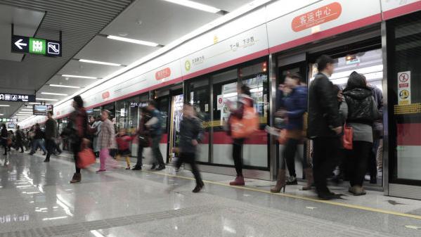 五(wu)年運(yun)送乘客10億人(ren)次(ci) 告訴你不一樣的杭州(zhou)地鐵