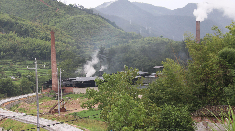 遂昌一活性炭企业设施简陋 气味刺鼻 现已被责令停产整治
