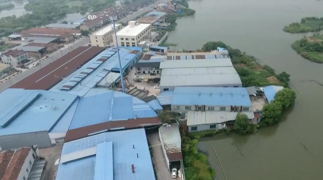 德清:洛舍镇东直街两侧存量违建厂房多