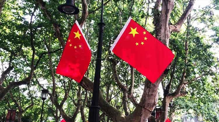 国庆临近 杭州街头五星红旗飘扬