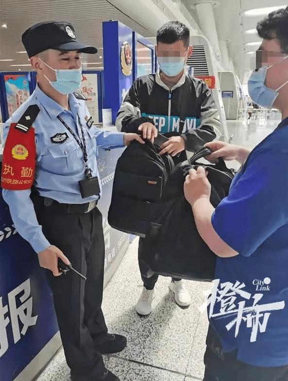 十个男包九个黑 杭州火车东站 男人拿错最多的又是它