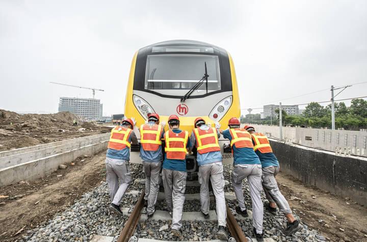 杭州地铁3号线一期工程星桥车辆段迎来全线首列电客车入段。
