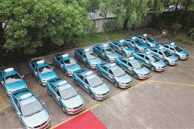 杭州出租汽车集团启用 首批纯电动新能源出租车