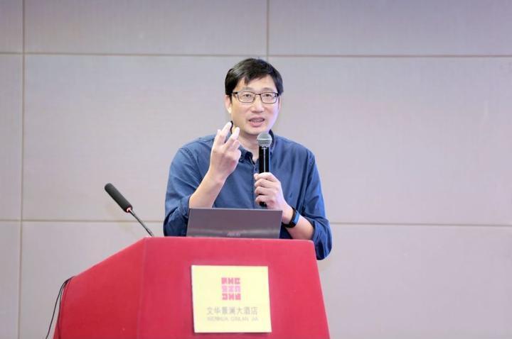 9月26日,宁波三味书店总经理卓科惠在会上向同行分享经验。