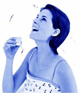 清新 漱口水/近年来,能清新口气、保护牙齿的漱口水越来越受到人们的青睐。