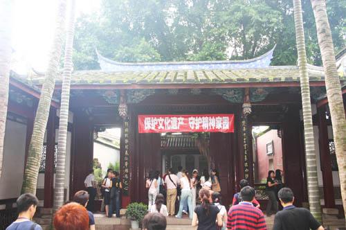 忠公社祠,建于1905年,1982年 纪念馆馆通过讲解宣传、录像放映