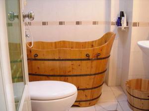 装修清单如下:  1、椎木地板:120元/平米(含人工、材料及