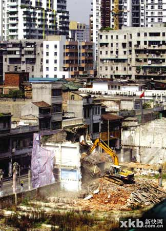 广州一拆迁钉子户被强拆屋主泼硫酸喷气体被拘